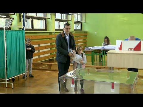 Κρίσιμες κάλπες για κυβέρνηση και αντιπολίτευση στην Πολωνία …