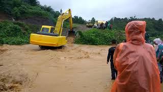 Download Video Evakuasi korban bajir...pakai excavator MP3 3GP MP4