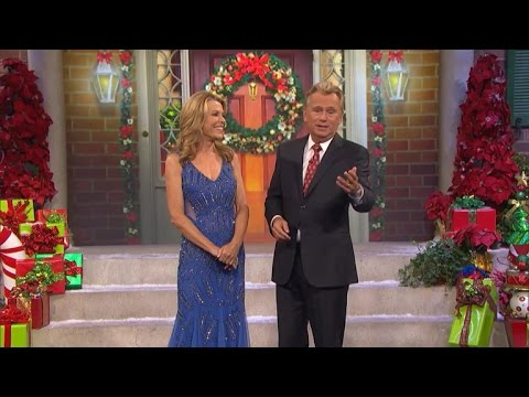 Video Uh-Oh! Vanna White's Dress Gets Caught During a Taping of 'Wheel of Fortune' download in MP3, 3GP, MP4, WEBM, AVI, FLV January 2017