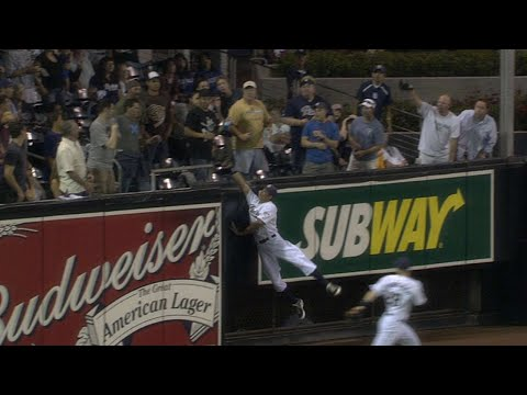 Video: CHC@SD: Venable's unbelievable catch robs a home run
