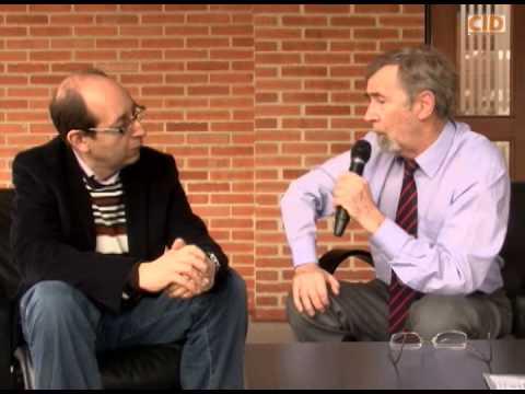 Diálogo académico entre Roger Sandilands y Mario García   .