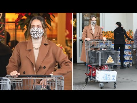 Jessica Alba Makes A Last Minute Grocery Run For Her Christmas Turkey
