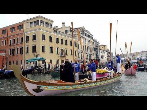 Βενετία: Ο «υπερτουρισμός» διώχνει τους κατοίκους