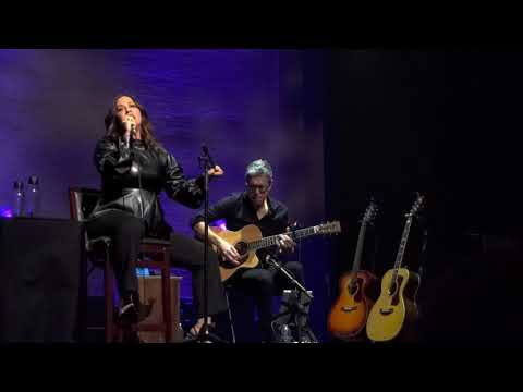 Alanis Morissette - Ironic (Special Acoustic Performance on Apollo Theater 12-02-2019)
