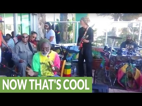 Stevie Wonder Surprises Reggae Band with Impromptu Bob Marley Song!