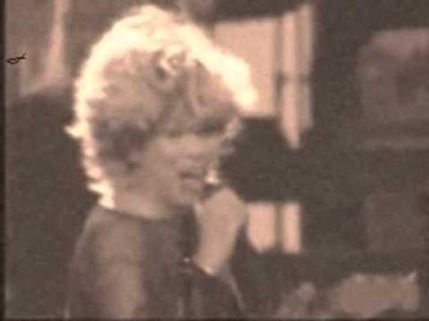 Tina Turner - Don't Turn Around lyrics
