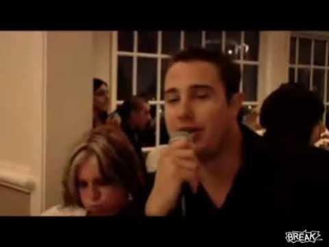 Mujer se vomita en una boda