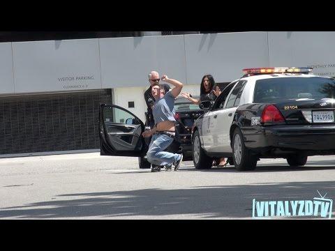Vitālijs izjoko savu mammu - policijas arests