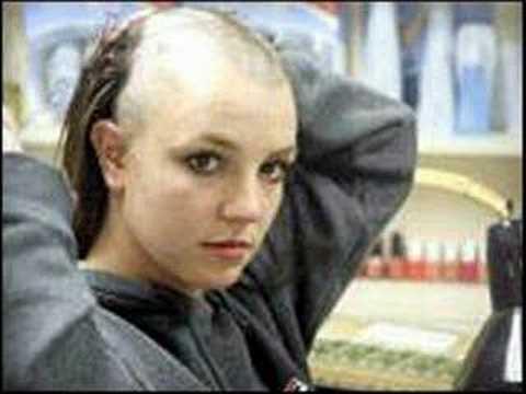 Con nuevo look, Britney Spears se hizo un tatuaje y se rapa la cabeza