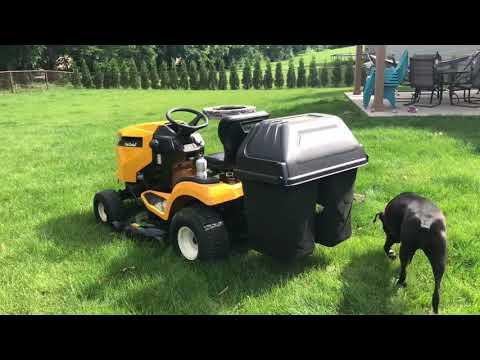 Садовый трактор CUB CADET XT1 OR106 с травосборником - видео №1