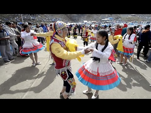 Andes religious festival at 4700m - Peru VLOG