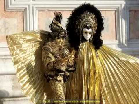 Gondole - All the poetry of the Venice Carnival.