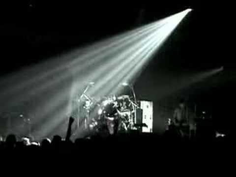 Tekst piosenki Bauhaus - Dark Entries po polsku