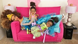 Video Barbie Sisters Spa Day!  Hair Color Salon, Nails & McDonald's Food | Naiah and Elli Doll Show #4 MP3, 3GP, MP4, WEBM, AVI, FLV April 2018
