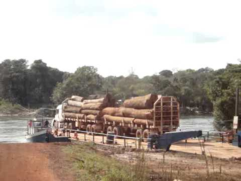 Caminhão na Balsa do Rio Verde MT