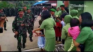 Video VIDEO Bikin Haru, Saat 350 Prajurit TNI Pulang Dari Tugas Mengamankan Perbatasan RI MP3, 3GP, MP4, WEBM, AVI, FLV Mei 2019
