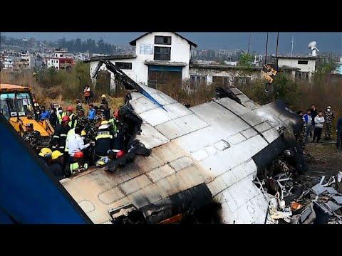 Nepal: Überlebende berichten von Flugzeugabsturz