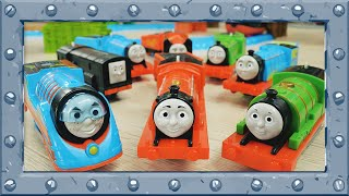 Video Red Team vs Blue Team | Relay Race at Incredible Track | TrackMaster | Thomas and Friends #44 MP3, 3GP, MP4, WEBM, AVI, FLV Januari 2019