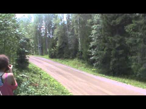 Vídeo: tomando flat out una curva en el WRC Rallye de Finlandia 2014 by Neuville