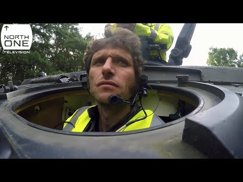 Vídeos de 'Guy Martin se atreve a pilotar... ¡Un tanque militar!'