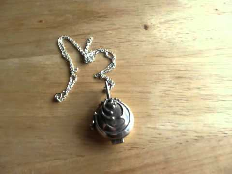 Review of the Vampire Diaries Elena's Necklace Locket