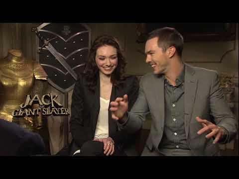 Nicholas Hoult & Eleanor Tomlinson II - Interview Nicholas Hoult & Eleanor Tomlinson II (Anglais)