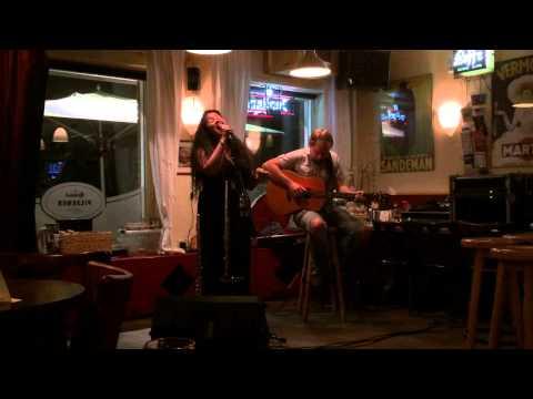 Kyla Brox & Danny Blomeley (live at café 't Vereinshoes Vaals - 9 sep 2014)