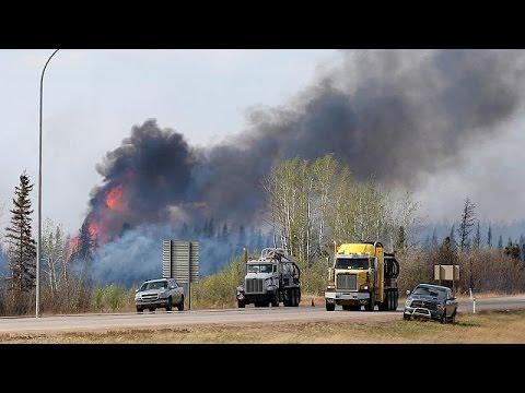 Καναδάς: Ο καιρός σύμμαχος των πυροσβεστών στο Φορτ ΜακΜάρεϊ