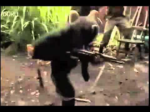 真實版猩球崛起?猩猩拿AK47步槍瘋狂掃射士兵?!