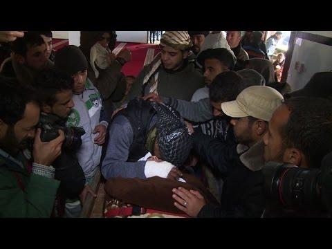 اختناق ثلاثة فلسطينيين داخل نفق
