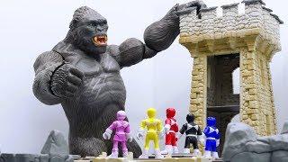 Video Power Rangers & Marvel Avengers Toys Pretend Play | KING KONG Castle Attack MP3, 3GP, MP4, WEBM, AVI, FLV Juni 2018