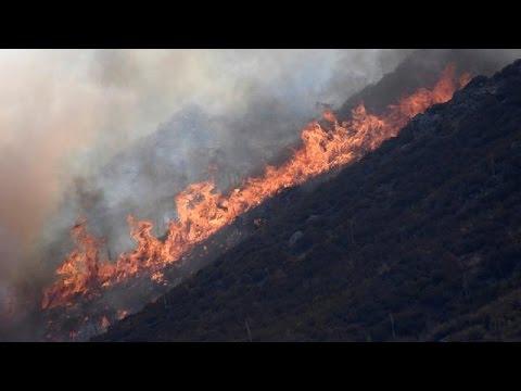 ΗΠΑ: Κατά χιλιάδες εγκαταλείπουν τα σπίτια τους στην Καλιφόρνια εξαιτίας της πυρκαγιάς