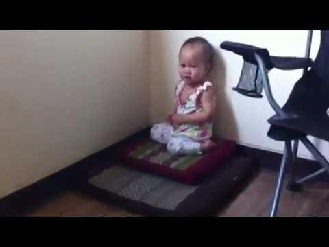 น้องเนท - น้องเนทจัง ตอนอายุ 1 ปี 1เดือน ได้ยินเสียงสวดมนต์ทีไร เป็นต้องคลานไปห้องพระ ^^