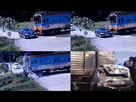 วินาทีสยองรถไฟชนรถเก๋งดับ 2 ศพ