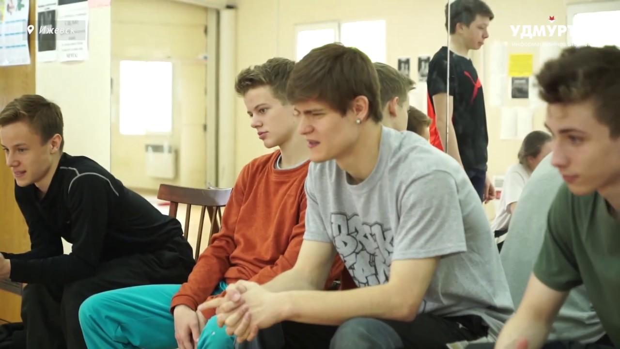 Подготовка к открытому турниру по брейк-дансу в Ижевске