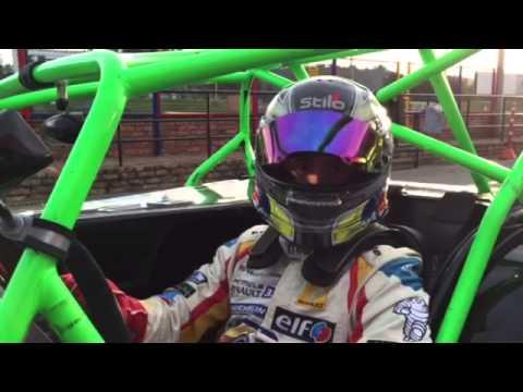 El piloto colombiano Julián Leal próbo el Caterham de la categoría La Monomarca