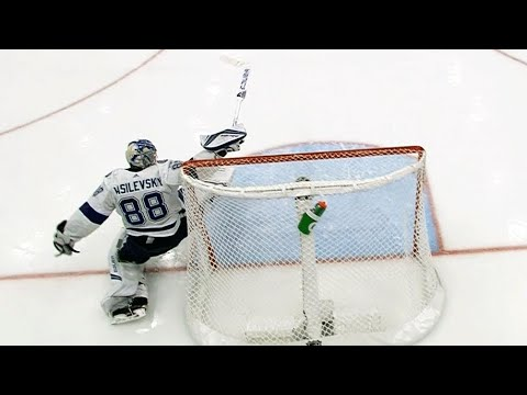 Video: Referee waves play off but Andrei Vasilevskiy makes great reactionary save