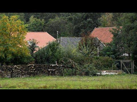 Η αστυνομία ανακάλυψε μία οικογένεια που ζούσε κρυμμένη σε ένα αγρόκτημα…