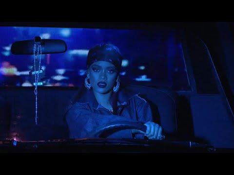 Rihanna - Bitch Better Have My Money (Live on SNL) HD