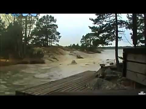 Piorun uderza prosto w rzekę! To co się dzieje po chwili dosłownie przeraża!