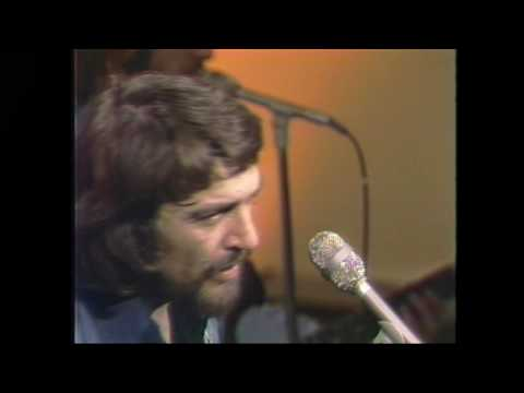 Amanda - Waylon Jennings preforming 'Amanda' live in the 1970's.