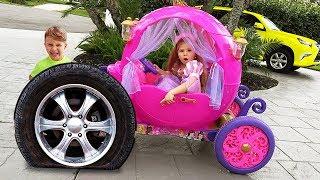 Diana se viste de princesa y va a comprar juguetes