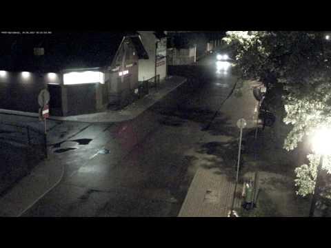 Szarżował ulicami Kościerzyny, drift zakończył w bramie (2/2)