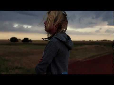 Tekst piosenki Shiny Toy Guns - Waiting Alone po polsku