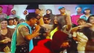 Aljazeera news: Indonesian super cop dance, Khan Indian Song Chaiyya