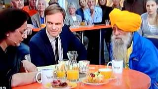 Video Sikh runner Fauja Singh   Interview in German TV ZDF   31 October 2011 download in MP3, 3GP, MP4, WEBM, AVI, FLV January 2017
