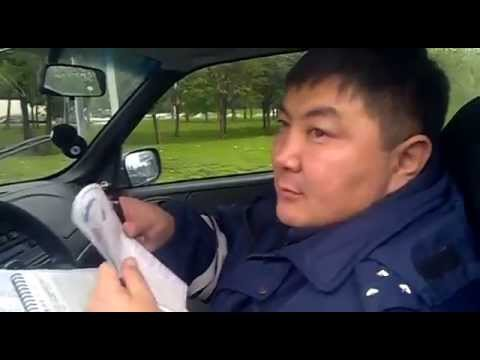 Юрист унижает ГАишника Стыд - DomaVideo.Ru