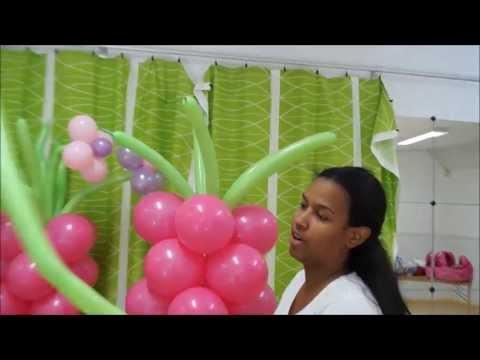 columna con flores en globos