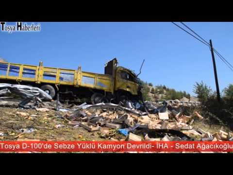 Tosya D-100'de Sebze Kamyonu Devrildi