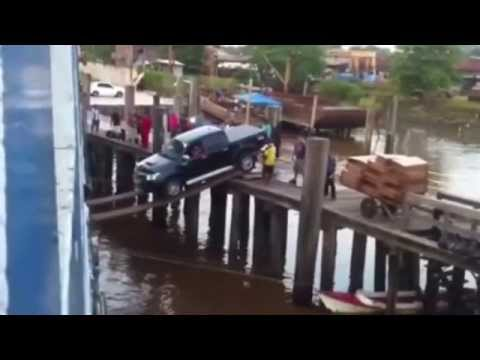 Video Putting truck on a ship using planks of wood download in MP3, 3GP, MP4, WEBM, AVI, FLV January 2017